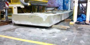 Corte em concreto com emoção de base e nivelamento de piso