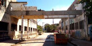 Demolição controlada em passarela antigo Cortume em Campinas