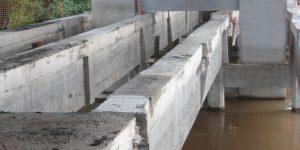 demolição controlada de ponte remoção das longarinas