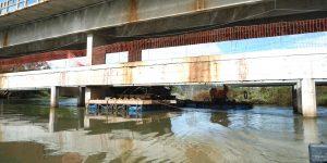 demolição controlada de ponte sobre o Rio Claro
