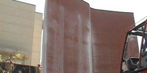 desmonte controlado das empenas de concreto em rede de televisao