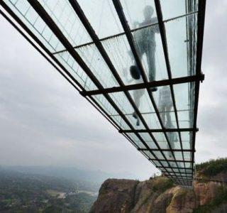Maior ponte suspensa de vidro do mundo