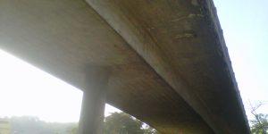 demolição controlada de viaduto com remoção de vigas e lajes