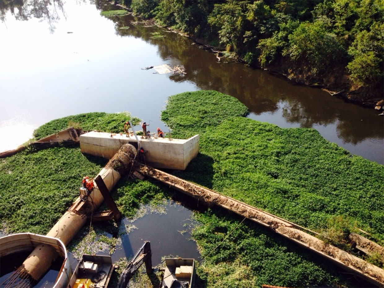 remoção dos escombros no rio Piracicaba