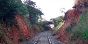demolição controlada de viaduto ferroviário em São Paulo